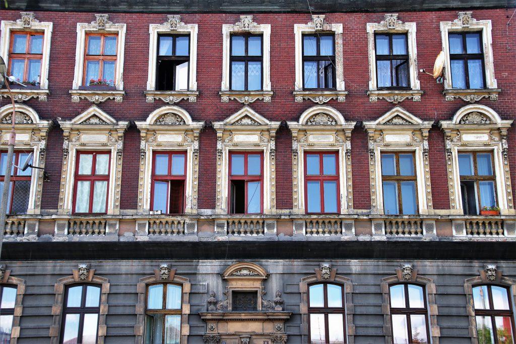 Frankenmansion – świeży trend na rynku nieruchomości czy powrót do przeszłości?